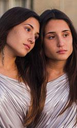 Indivisibili, equilibrio tra attrazione e repulsione - In foto Marianna e Angela Fontana, protagoniste di Indivisibili di Edoardo De Angelis.