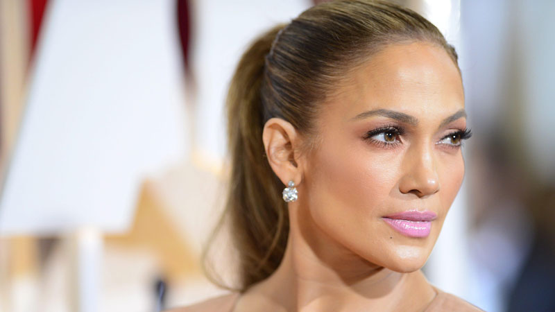 Jennifer Lopez: lo splendore bronzeo di Hollywood