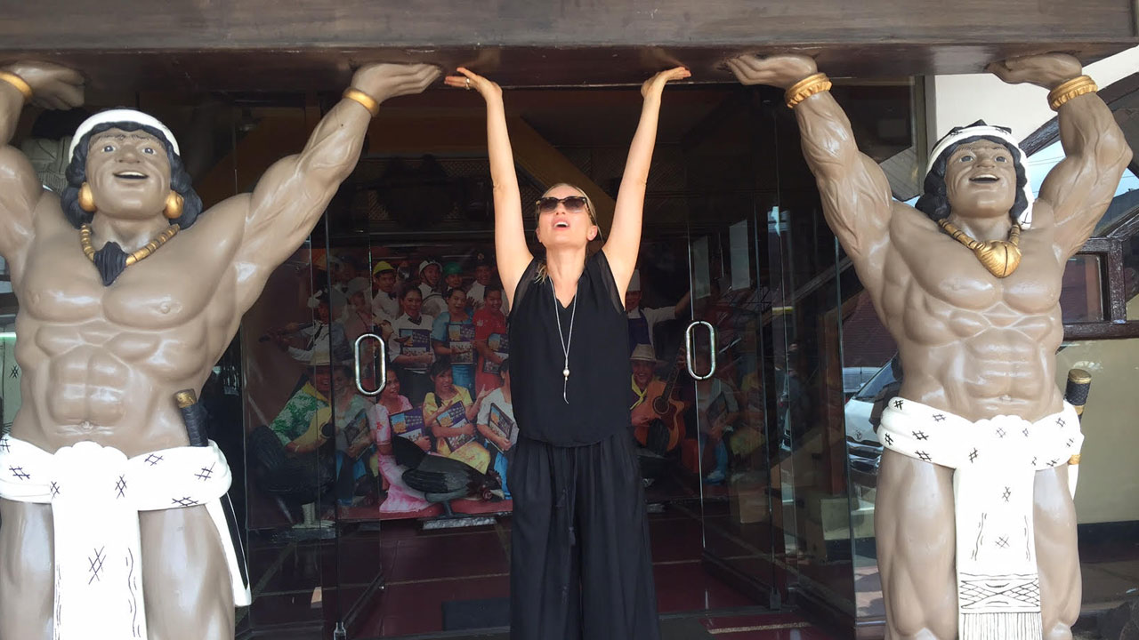 Carolina Crescentini balla al The Singing Cooks -