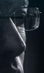 Snowden, il nuovo poster italiano - In foto Joseph Gordon-Levitt nei panni di Edward Snowden.