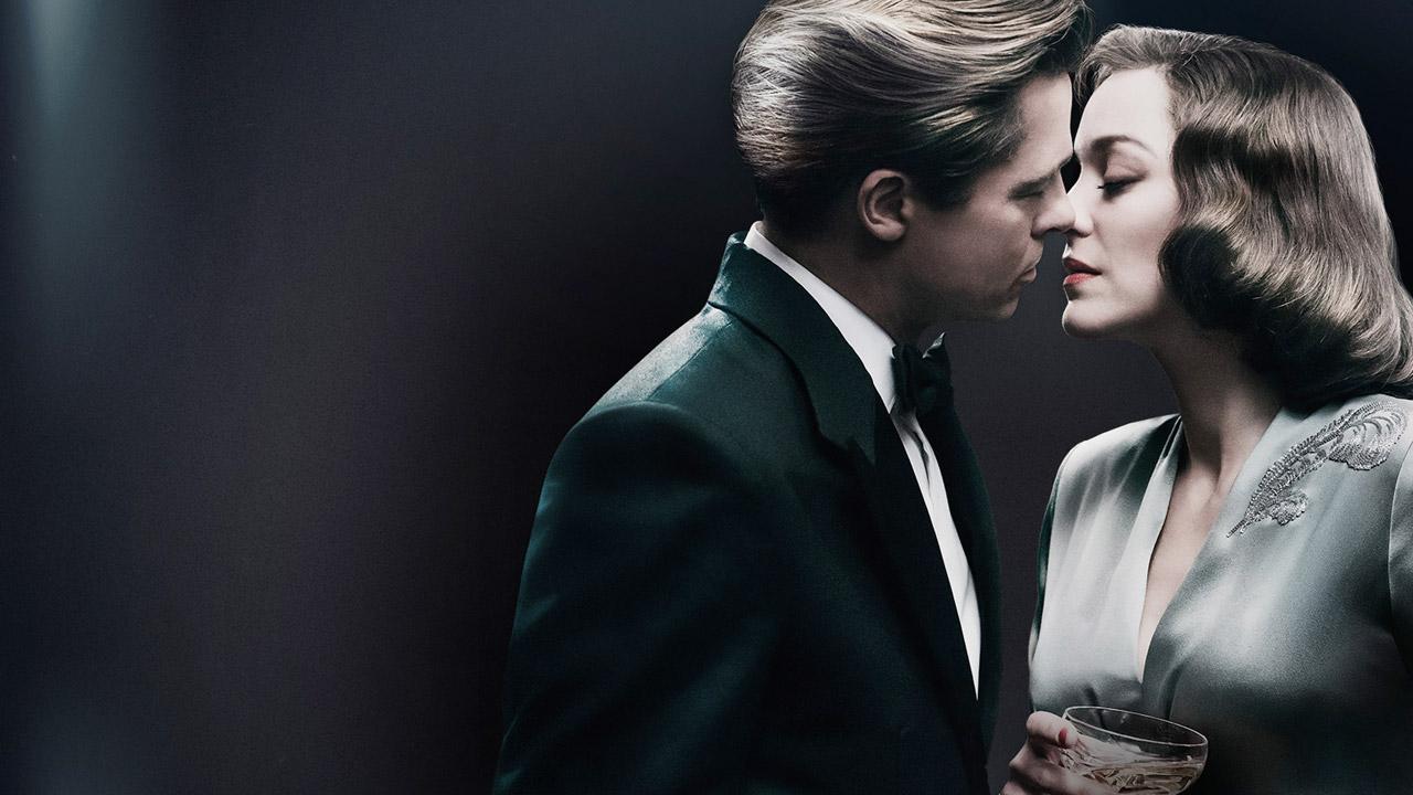 In foto Marion Cotillard (43 anni) Dall'articolo: Allied, Brad Pitt e Marion Cotillard innamorati a Casablanca.