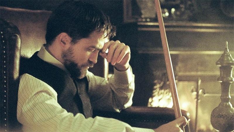 L'infanzia di un capo, il trailer del film con Robert Pattinson
