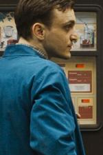 In foto Peter Kurth (62 anni) Dall'articolo: Un Valzer tra gli Scaffali, il trailer italiano del film [HD].