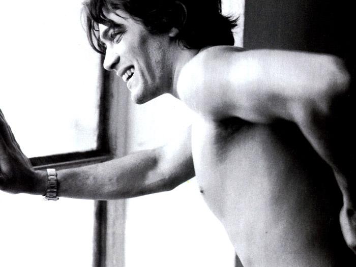 In foto Riccardo Scamarcio (42 anni) Dall'articolo: Riccardo il sex symbol.