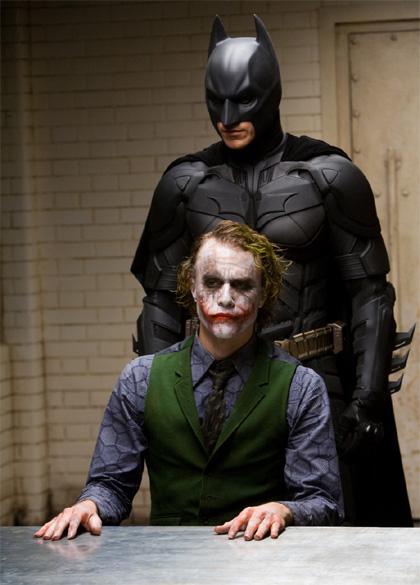 Tutto il mondo è un palcoscenico e tutti, uomini e donne, non sono che attori. Hanno le loro entrate e le loro uscite. Ciascuno nella sua vita recita diverse parti (Shakespeare) -  Dall'articolo: Il cavaliere oscuro: le tre facce di Gotham City.