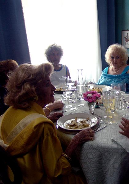 Pranzo di ferragosto: vecchiette terribili di scena al Lido