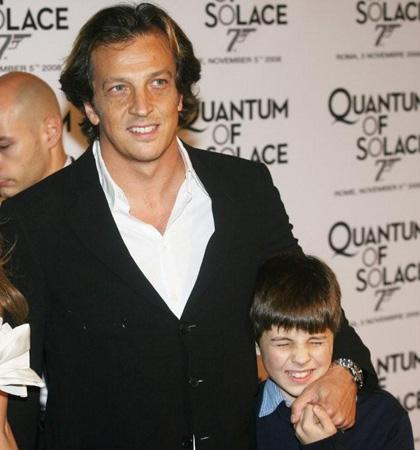 Quantum of Solace: il Red Carpet - La parata di vip: Gabriele Muccino con il figlio piccolo