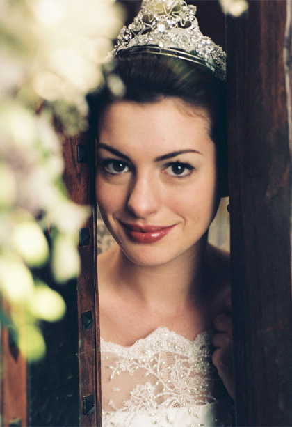 In foto Anne Hathaway (38 anni) Dall'articolo: Anne Hathaway: le foto raccontano.