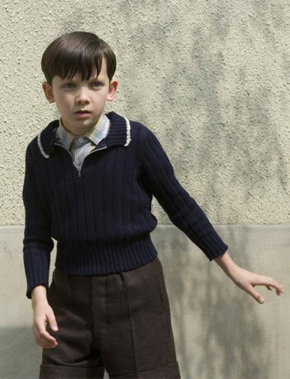 In foto Asa Butterfield (24 anni) Dall'articolo: Il bambino con il pigiama a righe, il film.