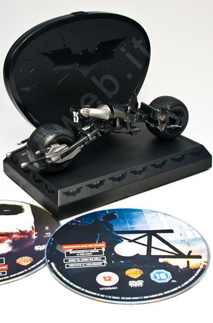 Il Batpod di Batman nell'edizione gift set -  Dall'articolo: Speciale Natale: i dvd da regalare e comprarsi per le feste.