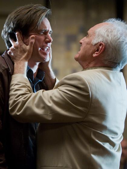 In foto Terence Stamp (82 anni) Dall'articolo: Yes Man: altre immagini dal film.