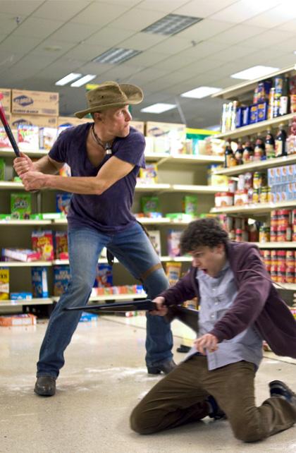 In foto Woody Harrelson (58 anni) Dall'articolo: Zombieland: prime immagini di Eisenberg, Harrelson e Breslin.