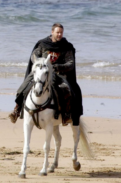 In foto Russell Crowe (57 anni) Dall'articolo: Robin Hood: le foto di Russell Crowe in Wales.