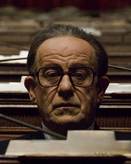 In foto Toni Servillo (59 anni) Dall'articolo: Nastri d'Argento: trionfo di Vincere e Il Divo.