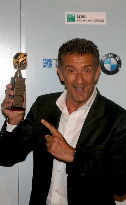 In foto Ezio Greggio (67 anni) Dall'articolo: Gomorra vince come miglior film ai Globi D'Oro.