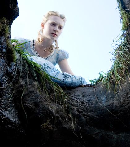 In foto Mia Wasikowska (30 anni) Dall'articolo: Alice in Wonderland: nuove immagini dei protagonisti.