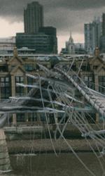 L'attacco al Millenium Bridge -  Dall'articolo: Harry Potter e il principe mezzosangue: battuto il record del cavaliere oscuro.
