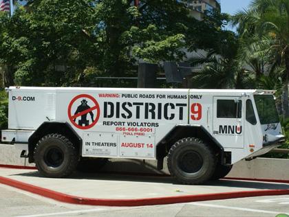 Il camion della MNU -  Dall'articolo: District 9: il camion della MNU.
