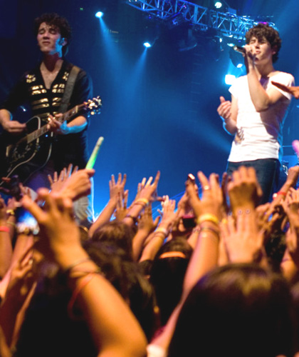 Jonas Brothers: The 3D Concert Experience -  Dall'articolo: Film nelle sale: una Baby Mama per i Jonas Brothers.