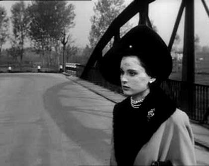 In foto Lucia Bosè (89 anni) Dall'articolo: Storia 'poconormale' del cinema: quando eravamo i più bravi del mondo.