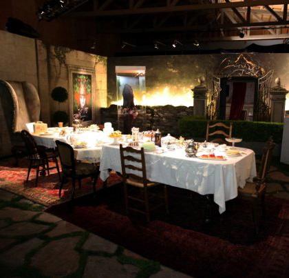 Il tavolo da tè del Cappellaio Matto -  Dall'articolo: Alice in Wonderland: il tè party al Comic-Con.