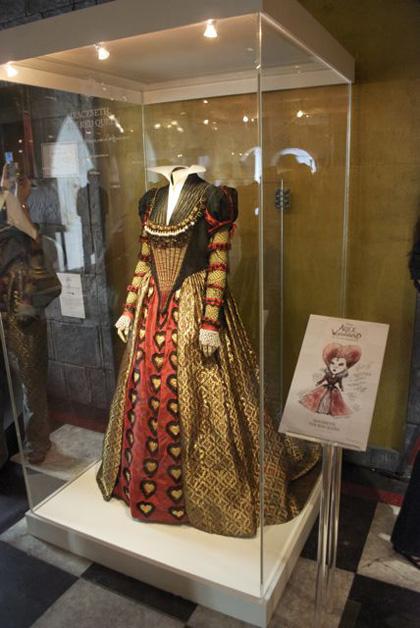Il costume della Regina di Cuori -  Dall'articolo: Alice in Wonderland: il tè party al Comic-Con.