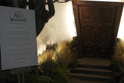 L'entrata dell'esibizione -  Dall'articolo: Alice in Wonderland: il tè party al Comic-Con.