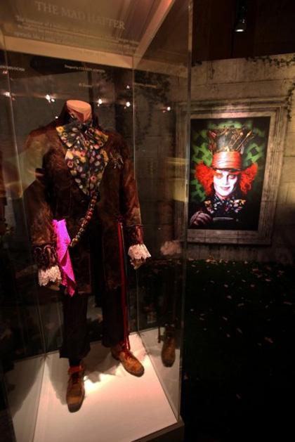 Il costume del Cappellaio Matto -  Dall'articolo: Alice in Wonderland: il tè party al Comic-Con.