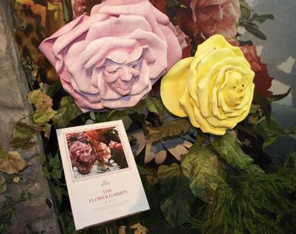 I fiori -  Dall'articolo: Alice in Wonderland: il tè party al Comic-Con.