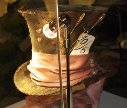 Il cappello del Cappellaio Matto -  Dall'articolo: Alice in Wonderland: il tè party al Comic-Con.