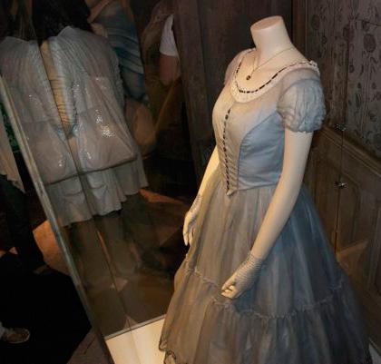 L'abito di Alice -  Dall'articolo: Alice in Wonderland: il tè party al Comic-Con.