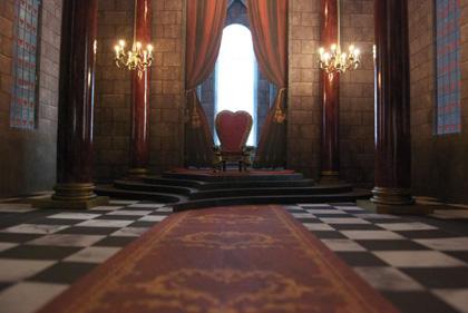 La sala del trono della Regina di Cuori -  Dall'articolo: Alice in Wonderland: il tè party al Comic-Con.