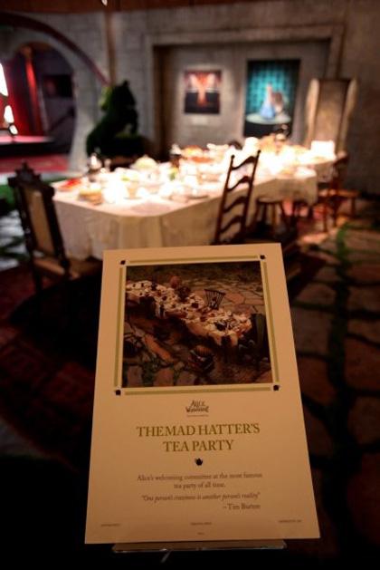Il tè party del Cappellaio Matto -  Dall'articolo: Alice in Wonderland: il tè party al Comic-Con.
