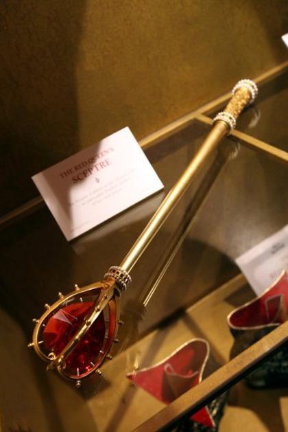 Lo scettro della Regina di Cuori -  Dall'articolo: Alice in Wonderland: il tè party al Comic-Con.