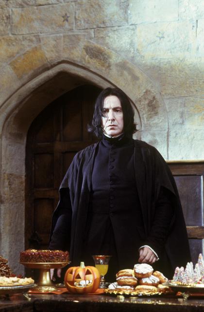 In foto Alan Rickman Dall'articolo: Harry Potter e la pietra filosofale avrà un'edizione estesa?.