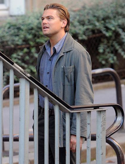 In foto Leonardo DiCaprio (47 anni) Dall'articolo: Inception: le immagini dal set di DiCaprio.