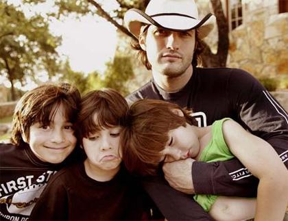 In foto Robert Rodriguez (52 anni) Dall'articolo: Il mistero della pietra magica: bambini in action.