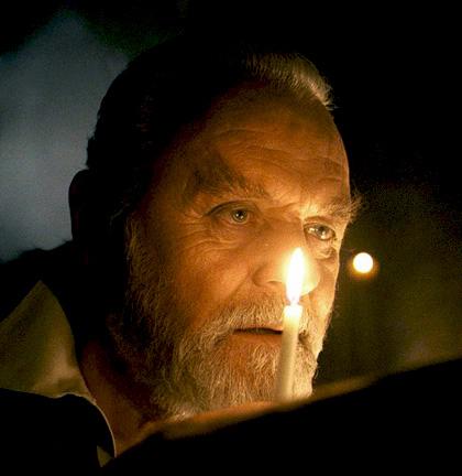 In foto Anthony Hopkins (83 anni) Dall'articolo: The Wolf Man: ecco le prime immagini.