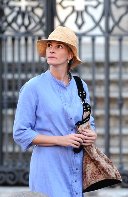 In foto Julia Roberts (54 anni) Dall'articolo: Eat, Pray, Love: prime immagini dal set.