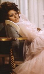 Parigi ricorda la leggenda di Brigitte Bardot - Scollata