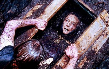 Immedesimarsi con il personaggio -  Dall'articolo: Drag Me To Hell: l'horror è servito su un letto di risate.