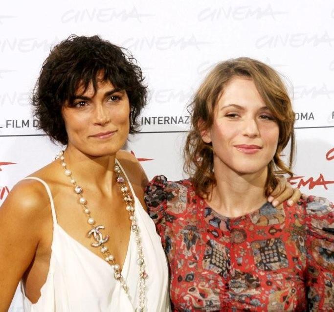 In foto Isabella Ragonese (40 anni) Dall'articolo: Viola di mare: due donne, due amanti nella Sicilia di fine '800.