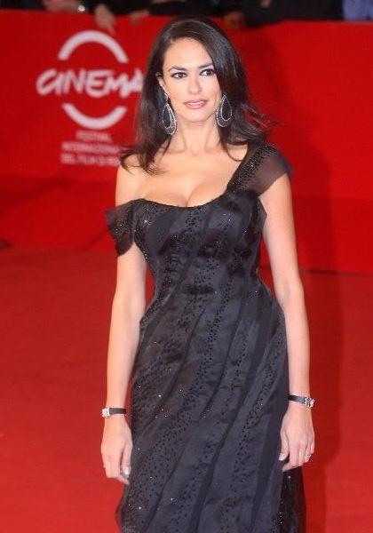 In foto Maria Grazia Cucinotta (52 anni) Dall'articolo: Viola di mare: il red carpet.
