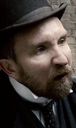 In foto Eddie Marsan (51 anni) Dall'articolo: Sherlock Holmes: le ultime immagini ufficiali.