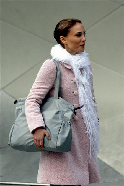 In foto Natalie Portman (39 anni) Dall'articolo: Black Swan: le foto sul set di Cassell e della Portman.