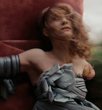 In foto Mia Wasikowska (32 anni) Dall'articolo: Alice in Wonderland: le immagini e il secondo trailer ufficiale.