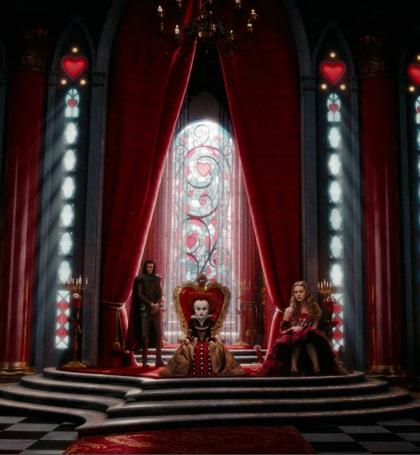 In foto Helena Bonham Carter (53 anni) Dall'articolo: Alice in Wonderland: le immagini e il secondo trailer ufficiale.