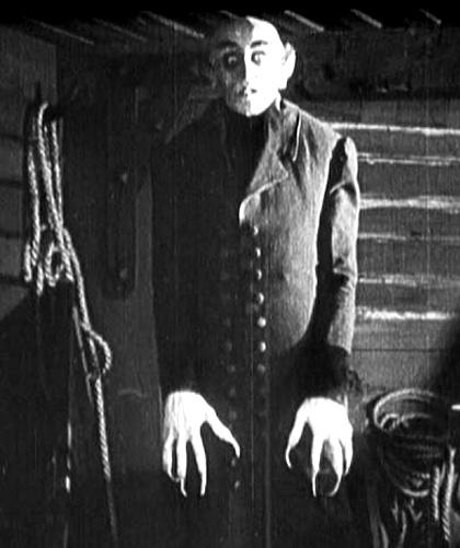In foto Max Schreck Dall'articolo: Lasciami entrare come Nosferatu, una variazione sul tema di Dracula.