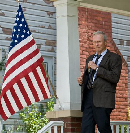In foto Clint Eastwood (90 anni) Dall'articolo: Box Office: esordio in vetta per Sette anime.