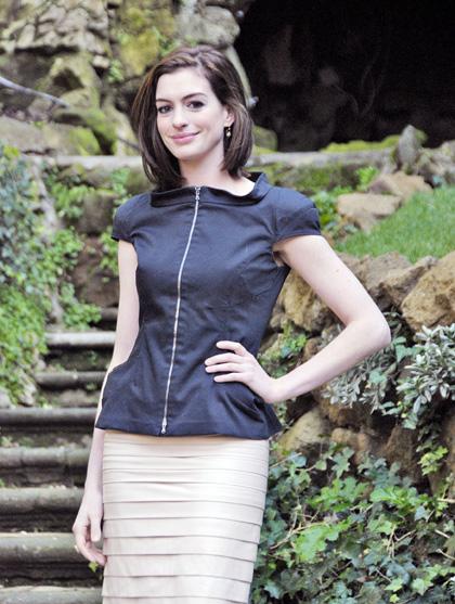In foto Anne Hathaway (37 anni) Dall'articolo: Bride wars: prima o poi si sposano.